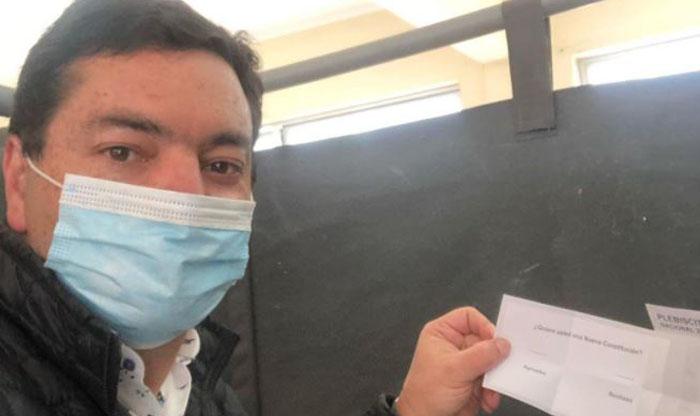 «Fue un error»: diputado UDI subió una foto con su voto del Plebiscito a Instagram
