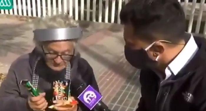 Leonardo Farkas ayudará a una abuela de 81 años que vendía dulces en la calle