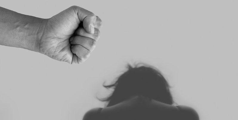 Horrible femicidio: sujeto decapitó a su esposa y caminó con su cabeza hasta una comisaría
