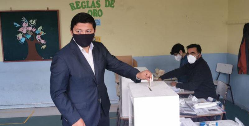 Gobernador Ignacio Fica ya votó en Laja: «Es un día histórico»