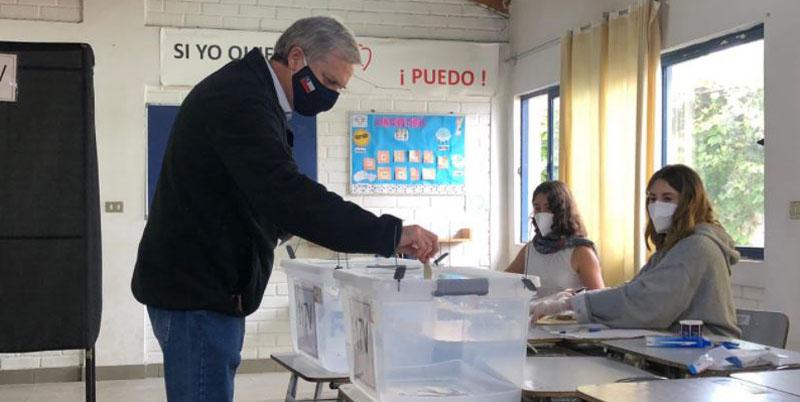José Antonio Kast llamó a votar por el Rechazo pese a que propaganda está prohibida
