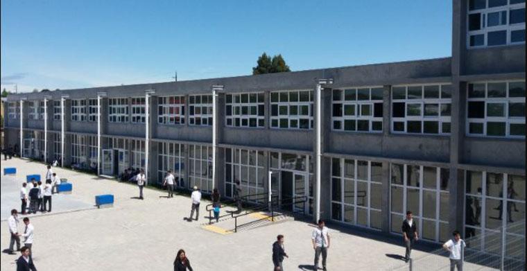 LA: detienen a dos sujetos tras ser sorprendidos robando al interior del colegio San Rafael