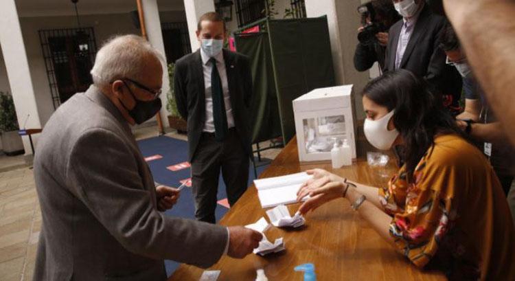 Plebiscito: revisa las medidas especiales para los adultos mayores que vayan a votar