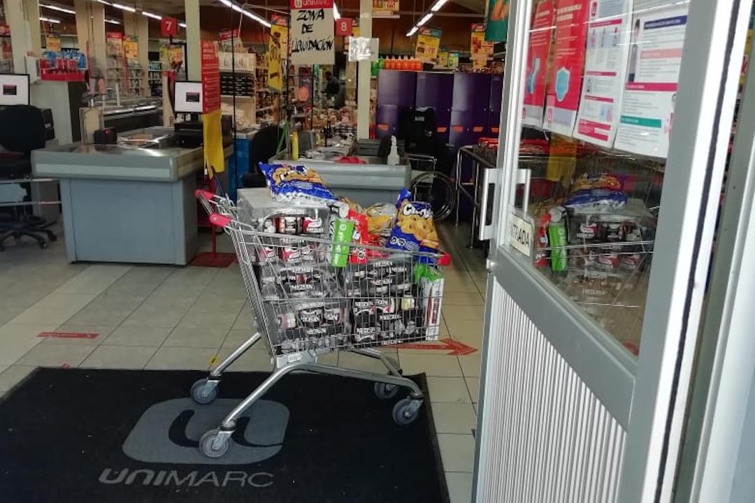 «La compra gratis»: Querían llevarse carro lleno desde supermercado en Yumbel