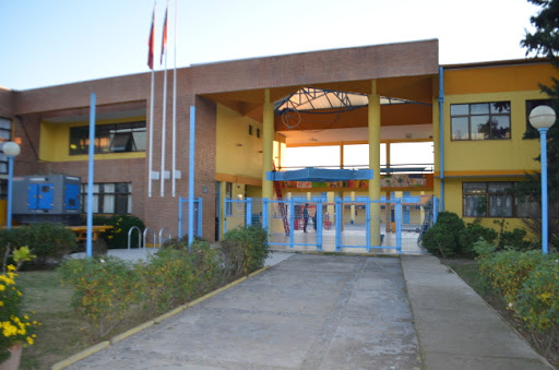 Liceo reabrió este jueves en la región Metropolitana y ningún alumno llegó a clases