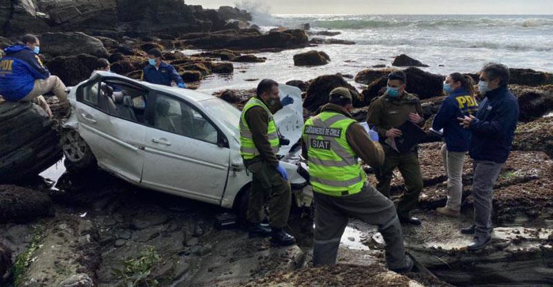Mujer muere tras desbarrancar su auto y caer por una altura de 30 metros