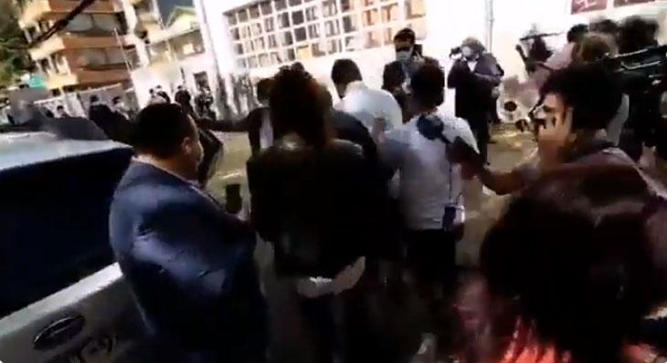 «Ustedes nos quitan el IFE»: Van Rysselberghe fue encarada tras votar en Concepción