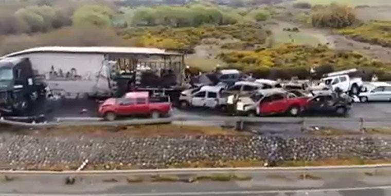 La impactante toma aérea del accidente en Victoria que dejó 2 muertos y 7 autos quemados