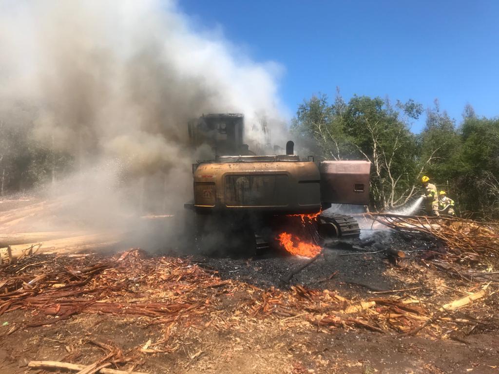 Antuco: Desconocidos incendiaron maquinaria forestal
