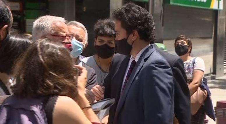 Ministro Briones tras ser encarado: «No le tengo miedo a la calle»