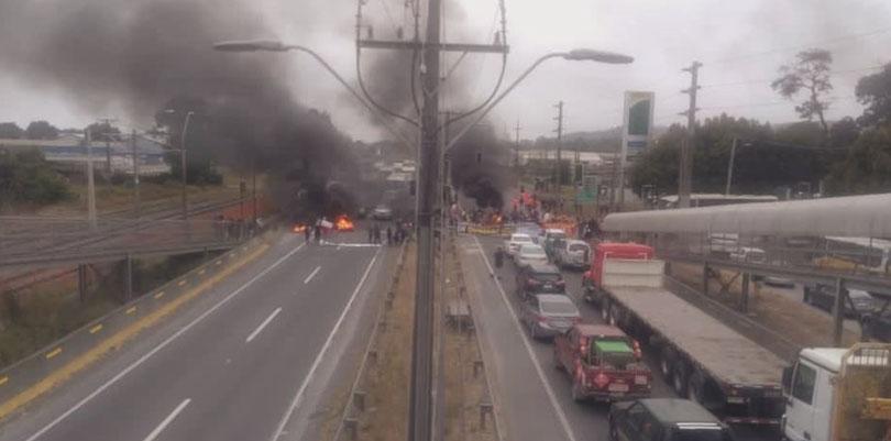 «No damos más»: Comerciantes de Coronel cortaron Ruta 160 para exigir fin de cuarentena