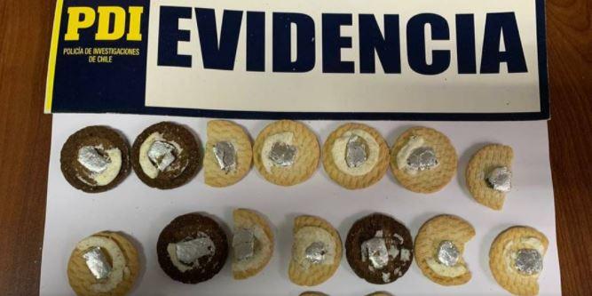 Descubren a sujetos entrando marihuana y otras sustancias a una cárcel dentro de galletas