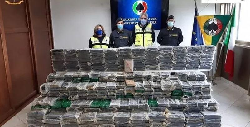 Policía italiana incauta choritos que venían de Chile con casi mil kilos de cocaína