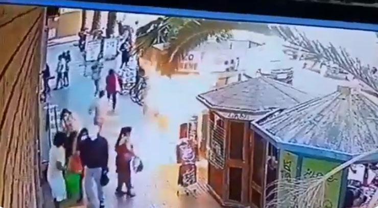 Sujeto prendió fuego a quiosco con su dueño al interior y en pleno paseo comercial