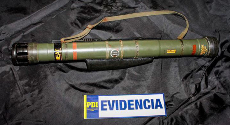 Prisión preventiva para sujeto que tenía un lanzacohetes 'de adorno' en su casa
