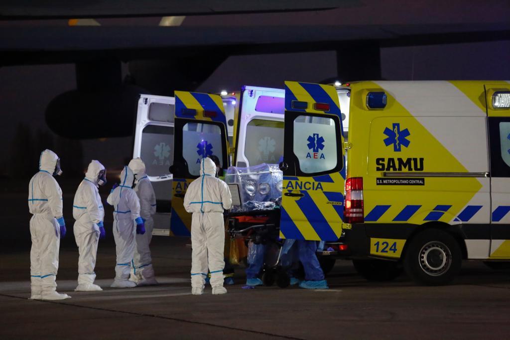 Paciente con Covid-19 de Laja fue trasladada vía aérea desde Los Ángeles a Santiago