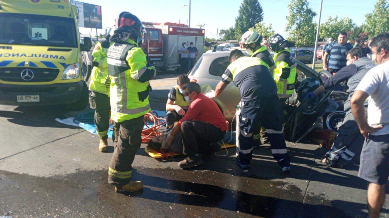 Los Ángeles: Dos heridas, grifo y pandereta destruídas deja fuerte colisión