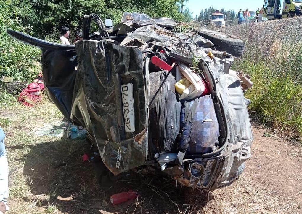 Mulchén: Auto desbarranca a una zanja dejando un muerto y 4 heridos graves
