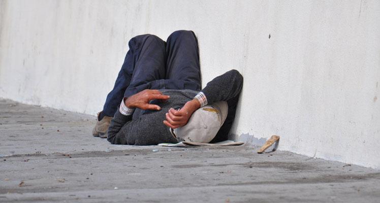 Trágico final: anciano en situación de calle murió tras quedarse dormido sobre una fogata