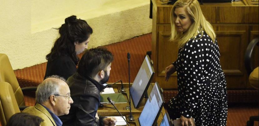 «Propaganda a tu pareja»: Boric apuntó contra Jiles por el proyecto del Tercer Retiro
