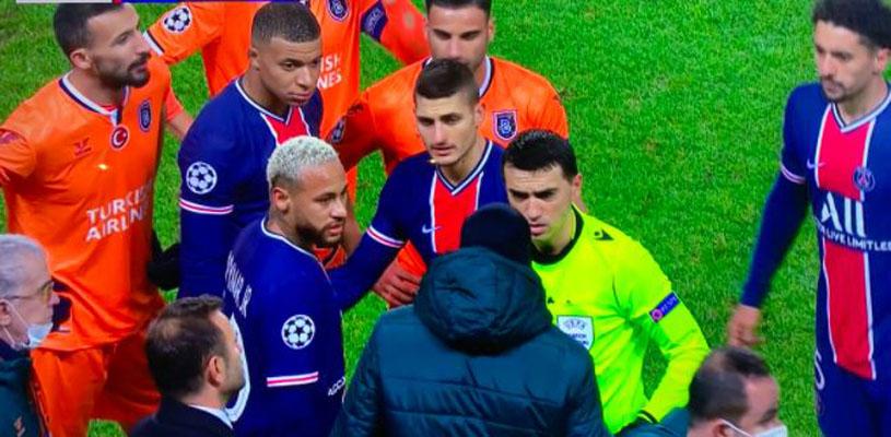 Histórico: jugadores 'suspenden' partido de Champions por dichos racistas del cuarto árbitro