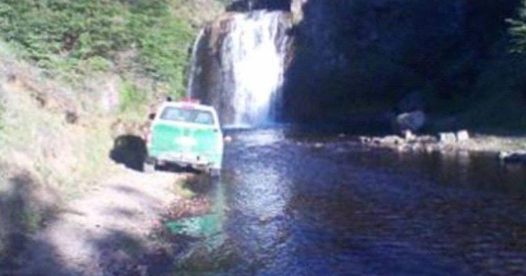 Joven murió tras rescatar a su polola: se estaba ahogando cerca de una cascada