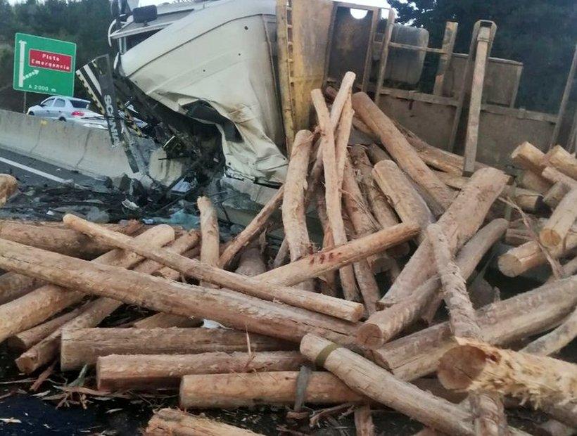 Vecino de Mulchén muere tras volcar su camión en Lota: Es padre de 2 niños