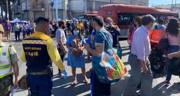 En plena feria navideña: Balacera en Maipú deja 4 heridos y una mujer fallecida