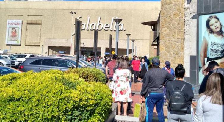 Prohíben ingreso a Mall Plaza del Trébol y del Centro por enormes aglomeraciones
