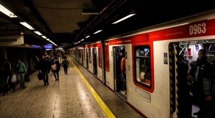 Sujeto que llevaba acido sulfúrico en el Metro dejó a tres pasajeras lesionadas