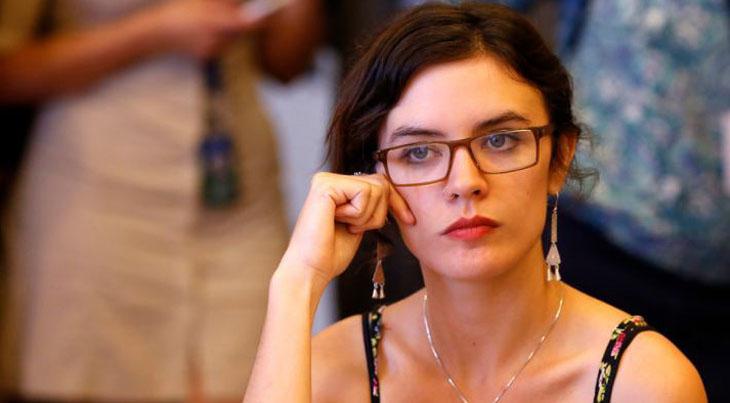 «Se hace el Larry»: Camila Vallejo critica al Gobierno en pleno debate por el 10%