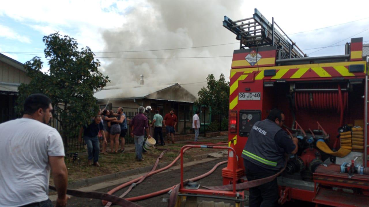 Los Ángeles: incendio afecta a vivienda en el sector sur de la ciudad