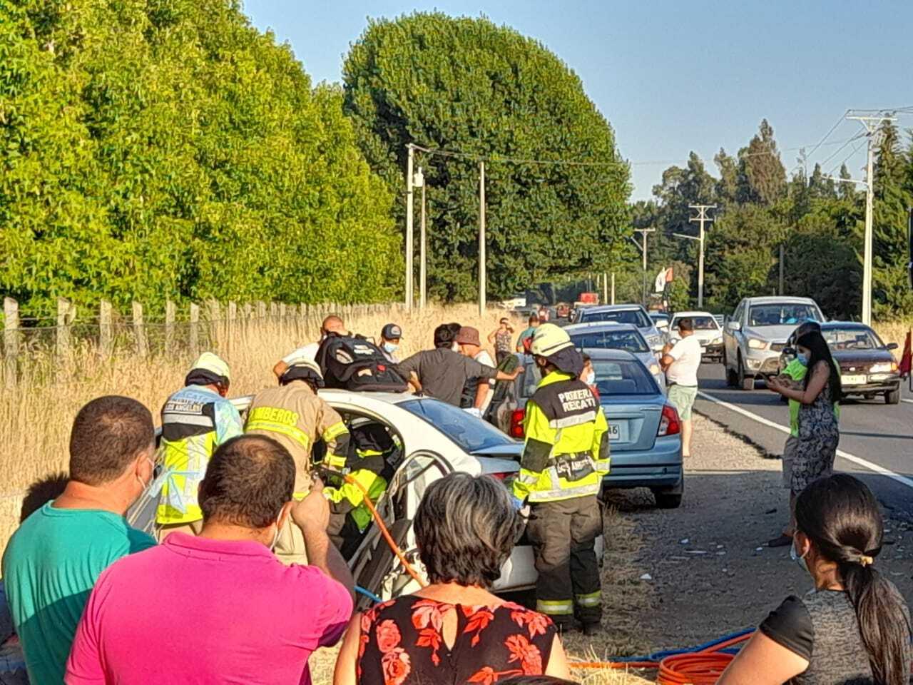 Los Ángeles: dos personas quedaron atrapadas tras colisión camino a El Peral