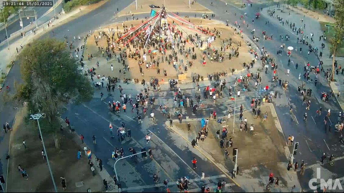 Plaza Baquedano: manifestantes causan disturbios en nueva jornada de protestas