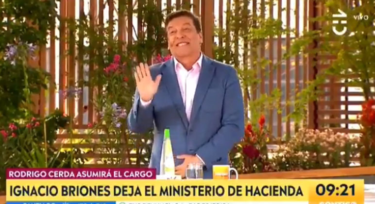 «Me excedí»: Julio César protagonizó divertido chascarro en pleno cambio de gabinete