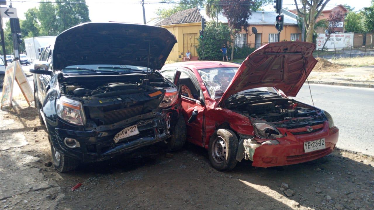Los Ángeles: Dos lesionados deja colisión de camioneta con automóvil