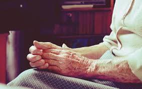 Estafan a abuela de 92 años  con vacuna falsa