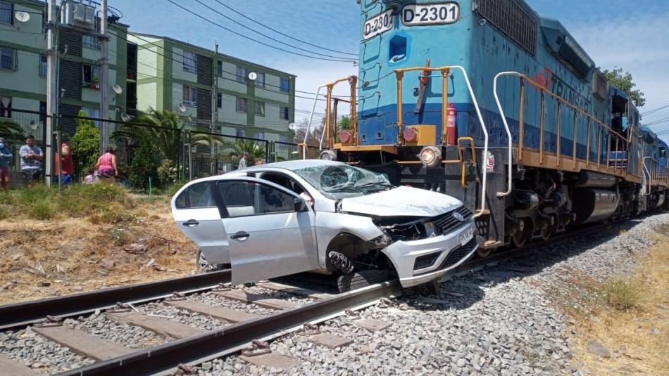 Tren chocó y arrastró por 300 metros a un auto en Estación Central