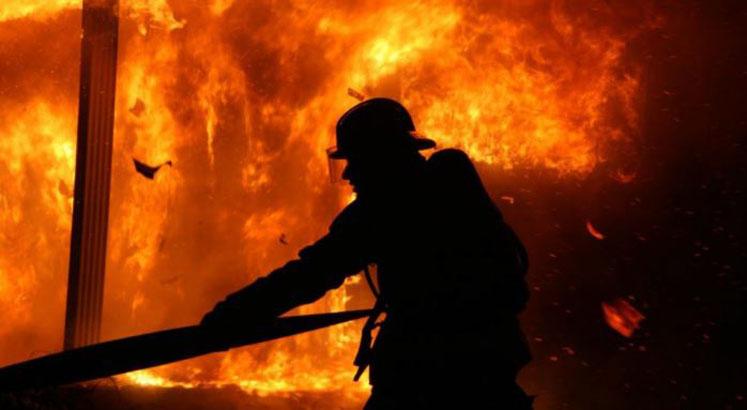 Voraz incendio afectó a un campamento: madre e hija murieron dentro de una casa