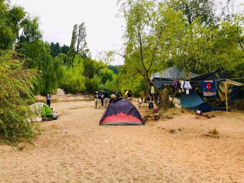 Camping ilegal: 10 personas fueron detenidas por acampar en la ribera de un río en Concepción