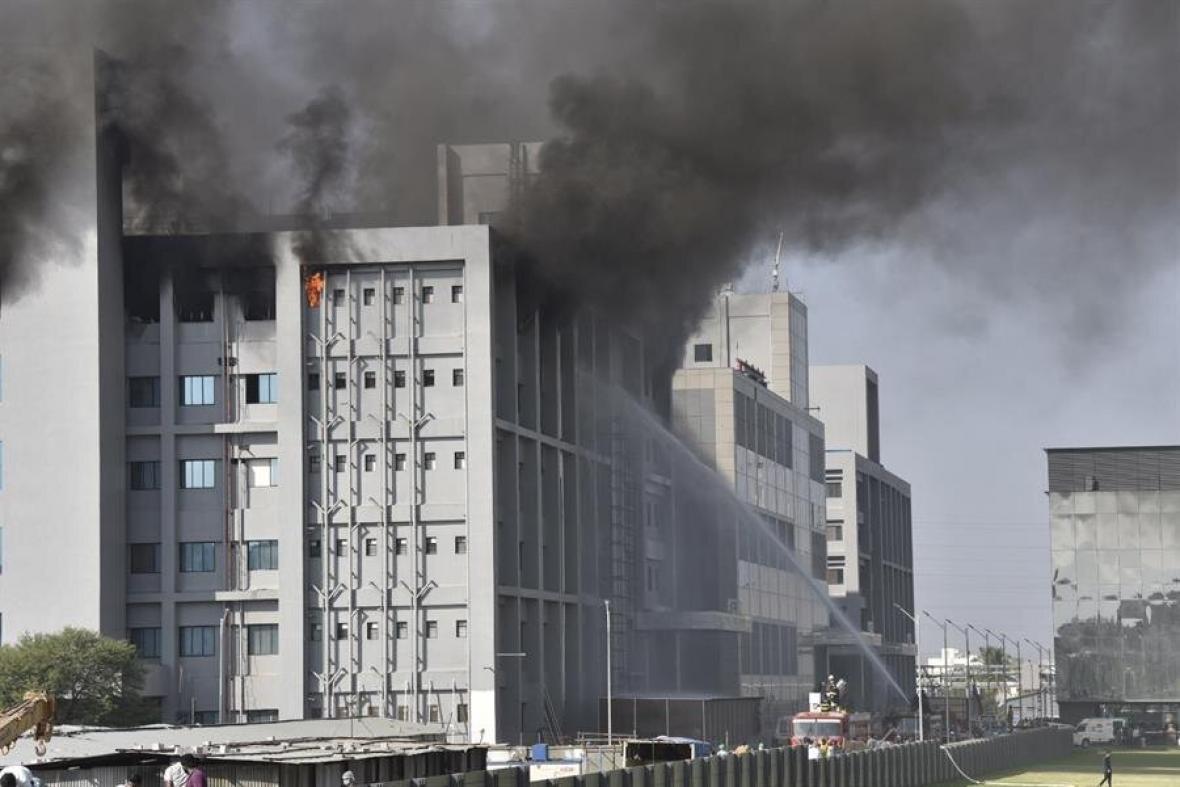 Incendio en fábrica de vacunas contra el covid-19 dejó 5 fallecidos