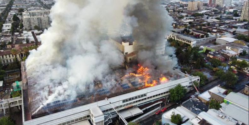 Enorme incendio en el Hospital San Borja: pacientes están siendo evacuados