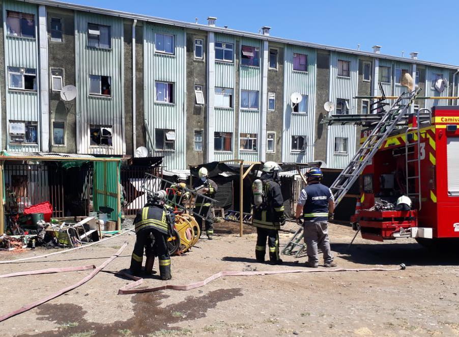 Los Ángeles: amago de incendio afecta departamentos en calle Galvarino