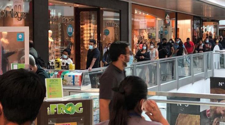 Asesora de la OMS y covid en Chile: «No entiendo por qué los malls siguen abiertos»