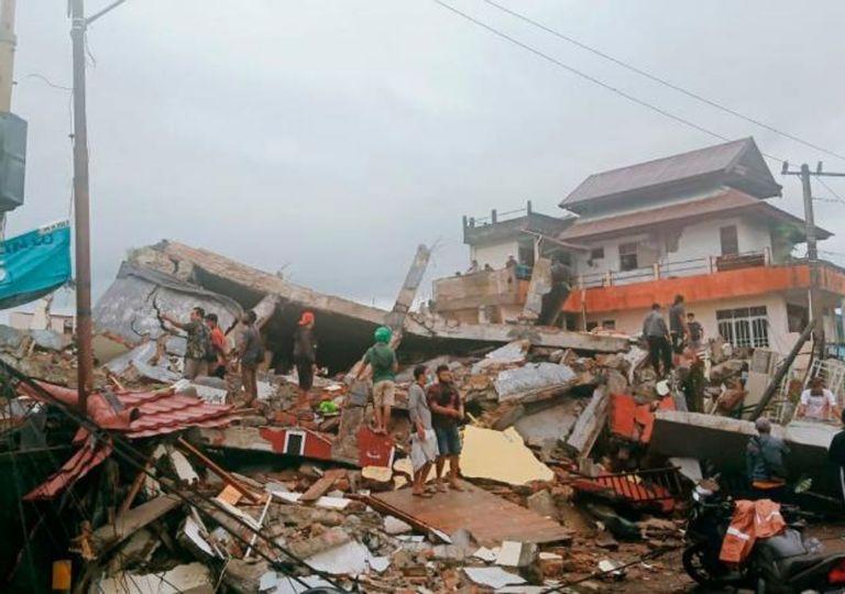 Al menos 42 muertos deja terremoto en Indonesia