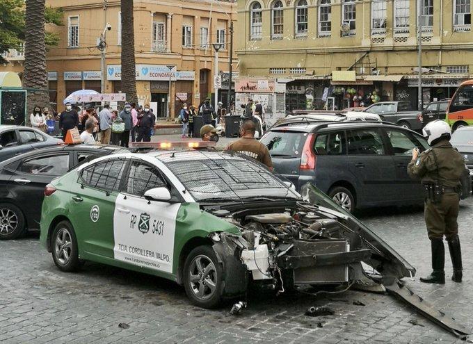 Chocaron entre sí: patrullas de carabineros protagonizaron fuerte colisión en Valparaíso