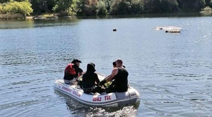 Buscan a hombre que cayó a la Laguna Avendaño en Quillón: iba con sus dos hijos en kayak