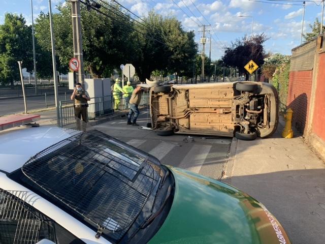 Los Ángeles: Vehículos protagonizan colisión con volcamiento en Av. Sor Vicenta