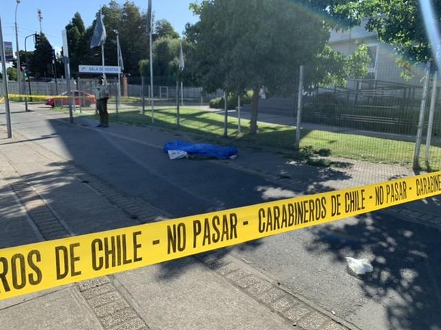 Los Ángeles: Hombre se desploma y muere frente al terminal