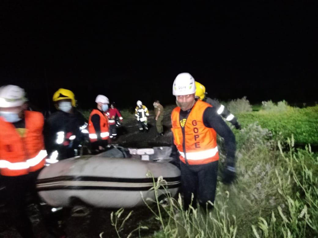 San Pedro de la Paz: Gope rescata a personas atrapadas en islote del Biobío